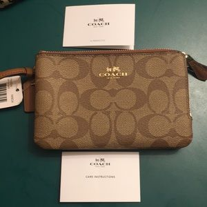 Coach Wristlet! BRAND NEW!!!!! TAGS ATTACHED!!!!